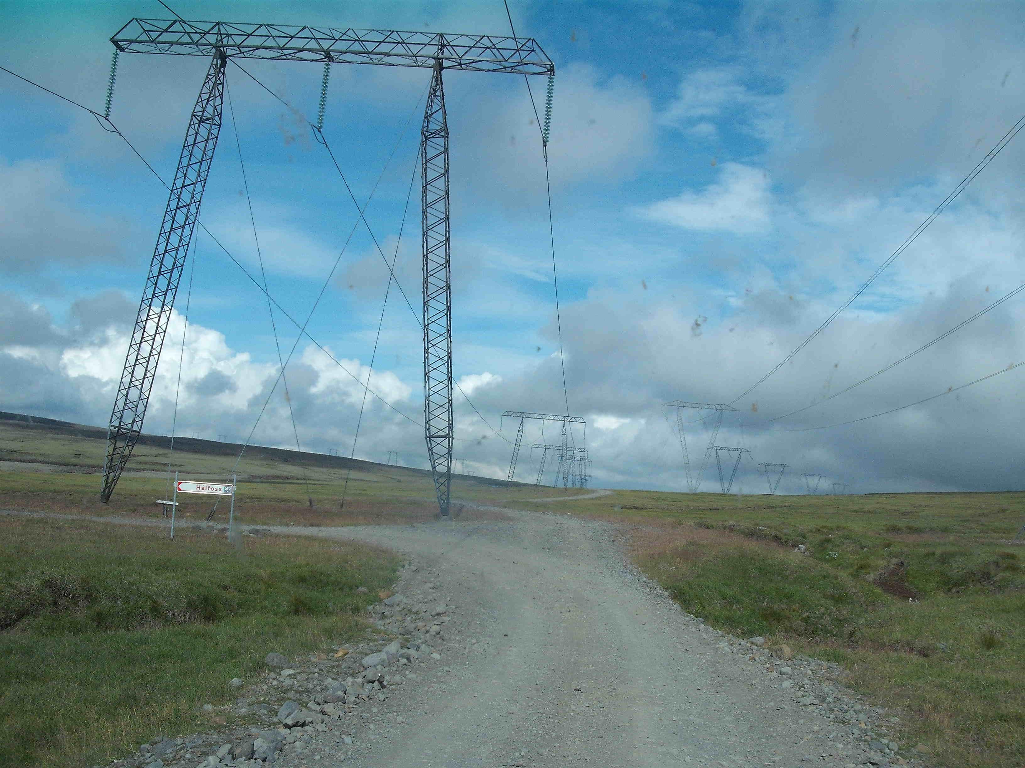 Hoogspanningsleidingen op IJsland, waar elektrische energie dominant is