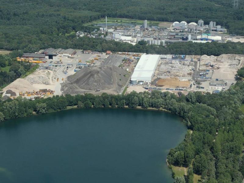 Aquabest (het water onder) en het terrein van Jansen Recycling (boven)