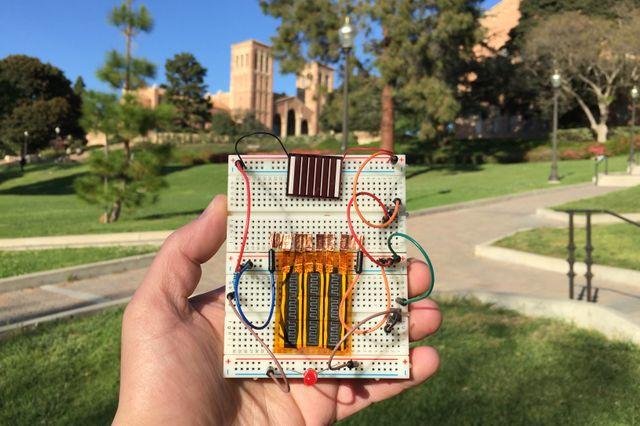 Kleine nieuwe hybride supercondensator, door UCLA ontwikkeld