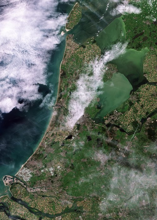This image was captured by Sentinel-2A on 5 August 2015 from over 780 km above Earth. It clearly picks out features such as Rotterdam harbour, patchworks of fields throughout the country, Amsterdam and Schiphol airport. The image also shows how the Enkhuizen–Lelystad dike separates the different concentrations of sediment and algae in the Markermeer and the IJsselmeer.